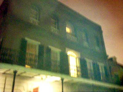 LaLaurie Mansion in New Orleans is perhaps one of the best known stories of haunted houses in the city. It tragically recounts the brutal excess of slavery in a horrifying and gruesome manner because for more than 150 years, and through several generations, the Lalaurie house has been considered the most haunted location in the French Quarter.